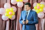 Выпускников средней школы № 113 поздравляет мэр Вячеслав Двораковский