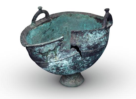Бронзовый котел раннего железного века